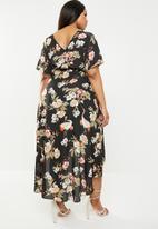 Missguided - Curve wrap floral printed midi dress - black