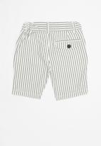 Cotton On - William walk short - black & white