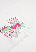 Nike - Nkg jumble jdi scoop short sleeve tee - white