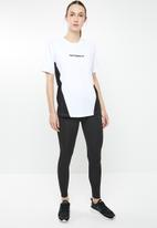 New Balance  - Archive layering tee - black & white