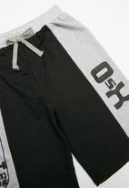 Rebel Republic - Printed shorts - black & grey