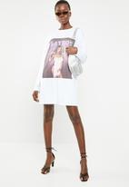 Missguided - Playboy magazine print slogan sleeve long sleeve t-shirt dress - white