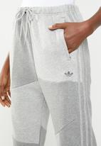 adidas Originals - Danielle cathari x adidas originals sweatpants - grey