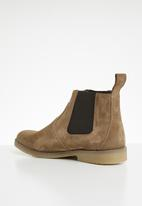 Superbalist - Kyle suede chelsea boot - brown