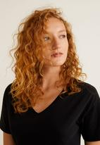 MANGO - V-neck essential T-shirt - black