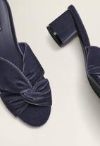 MANGO - Velvet slip-on heel - dark blue