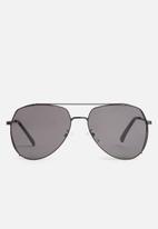 Superbalist - Angled aviator sunglasses - black
