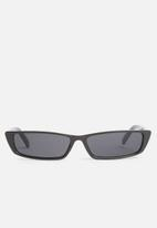 Superbalist - Kourtney retro sunglasses - black