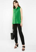 edit - Sleeveless button down blouse - green