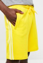 adidas Originals - Blc 3-stripe short - yellow