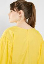 c(inch) - Structured volume sleeve blouse - yellow