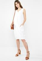 edit - Notch neckline shift dress - white