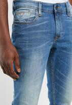 GUESS - Esse slim fit straight leg jeans - blue