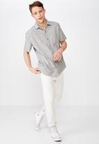 Cotton On - Premium short sleeve shirt - grey