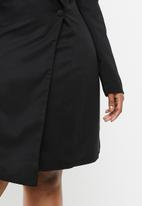 Missguided - Curve asymmetrical blazer dress - black