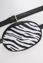 Superbalist - Zebra print bag - black & white