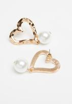 Superbalist - Heart and pearl earrings - gold & white