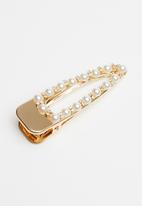 Superbalist - Pearl triangle hairclip - white & gold