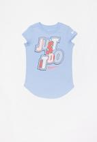 Nike - Nike girls jumble scoop short sleeve tee - blue