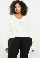 Missguided - V-neck cable knitted jumper - cream
