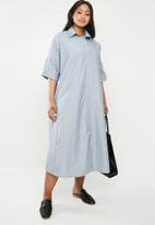 AMANDA LAIRD CHERRY - Plus size thutho shirt dress - blue