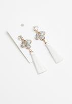 STYLE REPUBLIC - Saylor tassel earrings - white