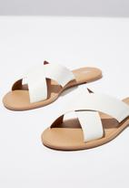 Cotton On - Faux leather xover slide - white