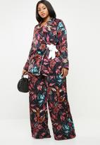 Missguided - Curve floral wrap over jacket - black