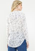 Jacqueline de Yong - Loop long sleeve shirt - white & blue