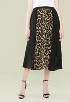 Superbalist - Combo print pleated skirt - black & brown