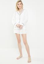 Superbalist - Sleep shirt & shorts set - white & black