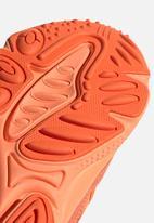 adidas Originals - Ozweego - hi-res coral/semi coral/solar orange