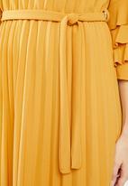 Revenge - Pleated maxi with tie waist - yellow