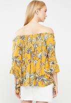 Revenge - Off shoulder floral blouse - multi