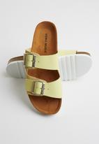 Vero Moda - Stacked flatform sandal - yellow