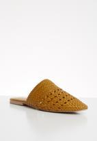 Vero Moda - Leather braided mule - yellow
