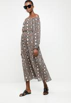 Superbalist - Off the shoulder maxi dress - multi