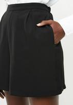 Superbalist - Soft formal shorts - black