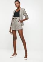 Jacqueline de Yong - Sandra check paperwaist shorts - multi
