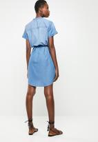 Jacqueline de Yong - Shine belted shirt dress - blue