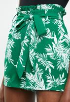 ONLY - Lux paper-bag shorts - green & white