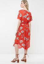 Revenge - V-neck tie waist floral dress - red