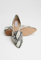 Steve Madden - Talent faux leather snakeskin pump - neutral & black