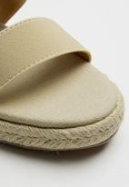 Butterfly Feet - Wedge heel - beige