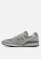 New Balance  - 996 Essentials