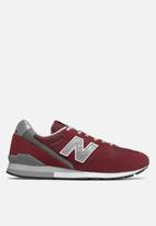 New Balance  - 996 Essentials