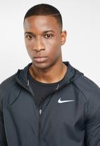 Nike - Nike essential jacket - black