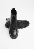 Superbalist - Dominic leather hiker boot - black