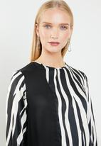 MANGO - Zebra blouse - black & white