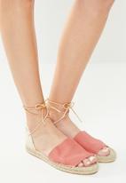 Espadril - Peep toe espadrille w leather cord - coral